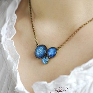 Collier trio court sulfure bleu